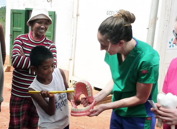 Sensibilsation à l'hygiène dentaire auprès des enfants malgaches